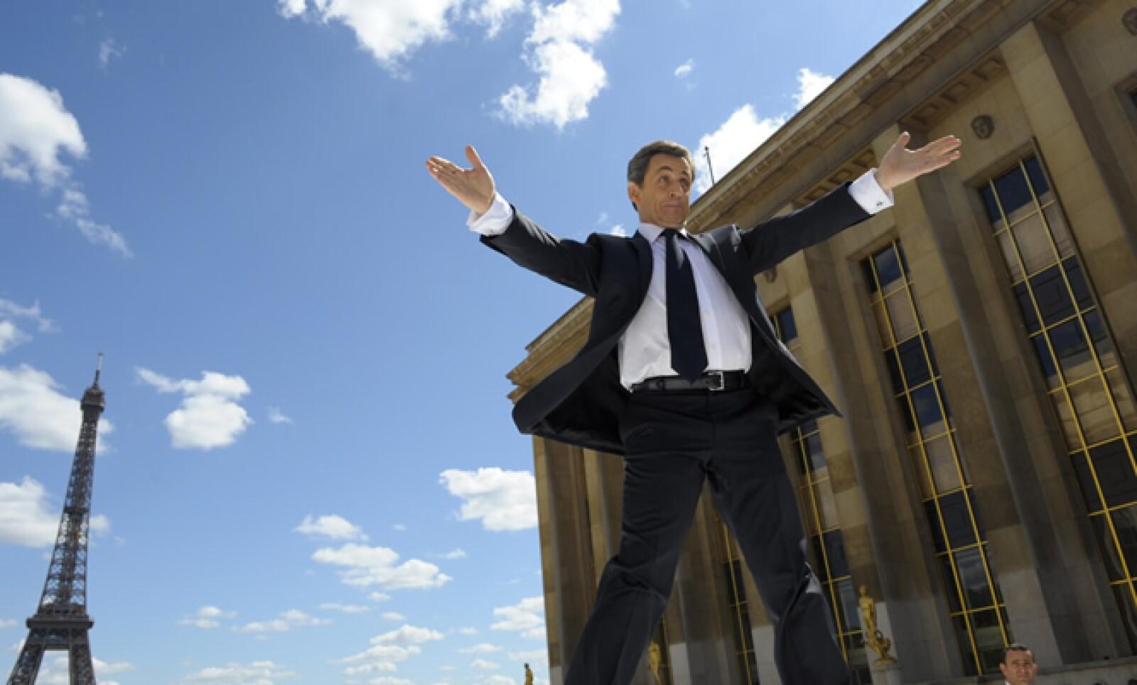 En Francia, el presidente Nicolas Sarkozy compitió con los sindicatos para atraer el mayor número de público. Apostó por acaparar la máxima atención mediática en su marcha anual antes de la segunda ronda de las elecciones presidenciales.