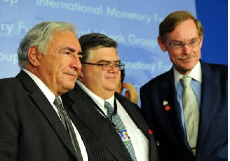 Agustín Carstens (centro) tiene amplio reconocimiento en el ámbito internacional (Foto: Notimex)
