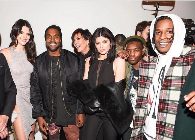La familia de Kim adora a Kanye y no podían dejar de ir a su show.