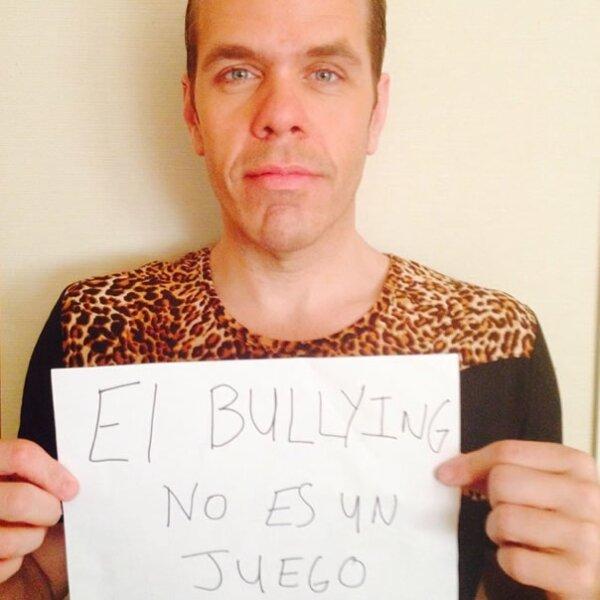Incluso el bloggero Perez Hilton participó en la iniciativa para manifestarse en contra del bullying.