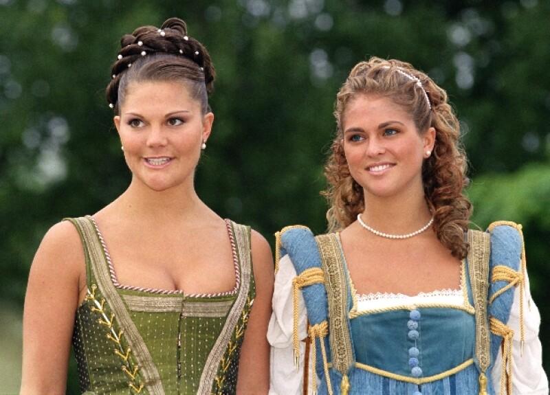 Cada una tiene su propia vida, Magdalena está dedicada a la fundación de su mamá y Victoria a sus deberes reales.