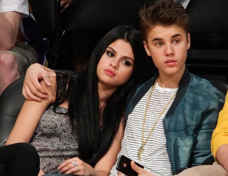 De acuerdo con una fuente cercana, la pareja puso fin a su relación hace una semana. Esta noticia surge luego de que Bieber fuera visto en una cita en Nueva York con la modelo Barbara Palvin.