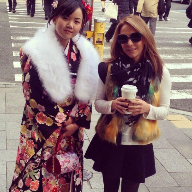 Érika posando junto a una geisha en su reciente viaje a Japón.