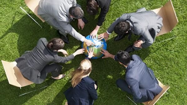 Comprender la cultura de colaboradores, clientes y socios es enriquecedor y ayuda a ver a través de los ojos de los demás, sostiene Geert Hofstede, psicólogo social. (Foto: Getty Images)