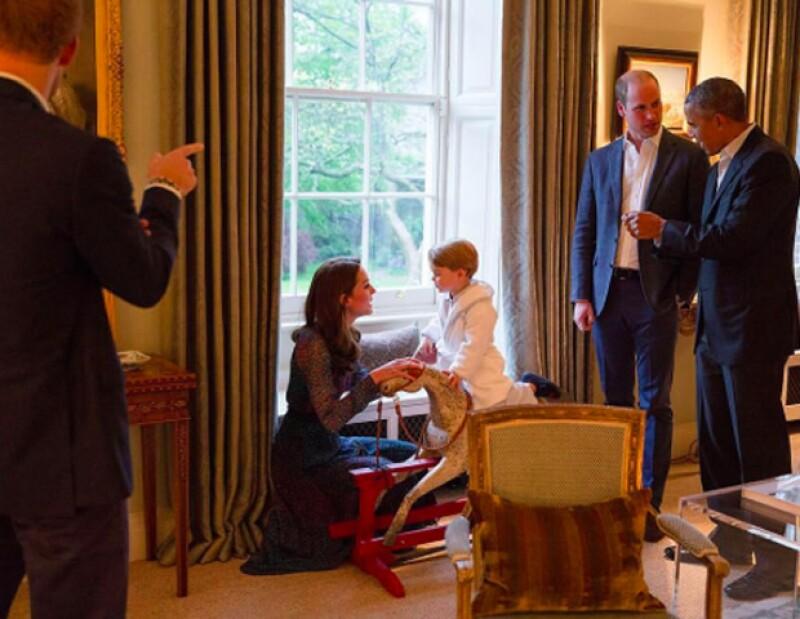 Kate, William y los Obama estaban fascinados con el pequeño de dos años de edad.