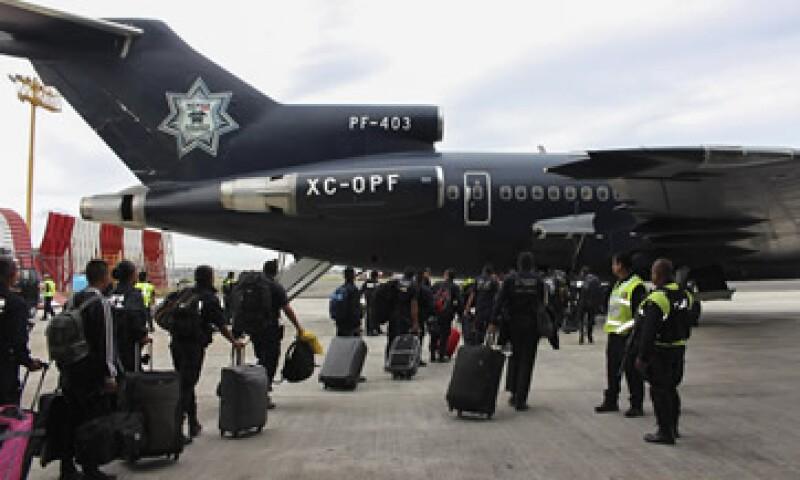 Una aeronave de la Policía Federal despegó este martes rumbo a Los Cabos, Baja California Sur, para apoyar a los afectados. (Foto: Cuartoscuro)