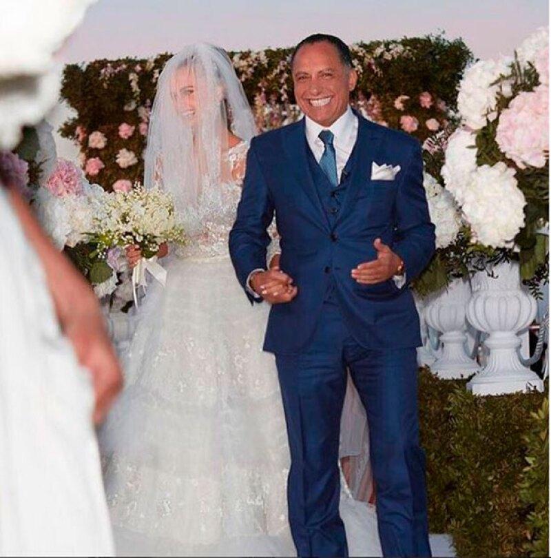 """Xenia Deli, quien protagonizó """"What Do You Mean?"""", se casó en isla de Santorini en una boda que parecía sacada de un cuento de hadas."""