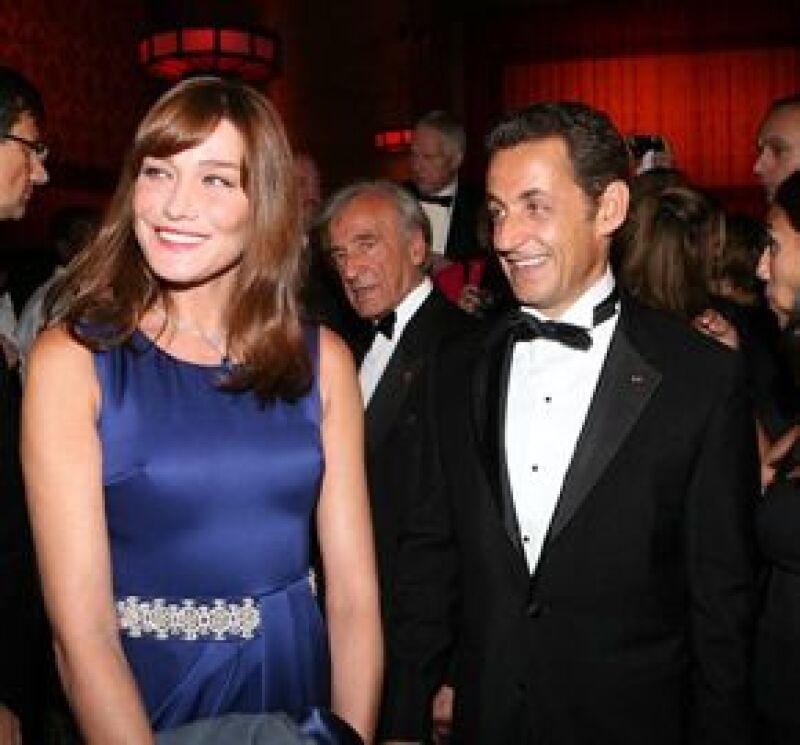 El Musée Grevin de París hará una réplica de la primera dama de Francia, quien aceptó feliz. La figura se colocará al lado de la de Sarkozy.