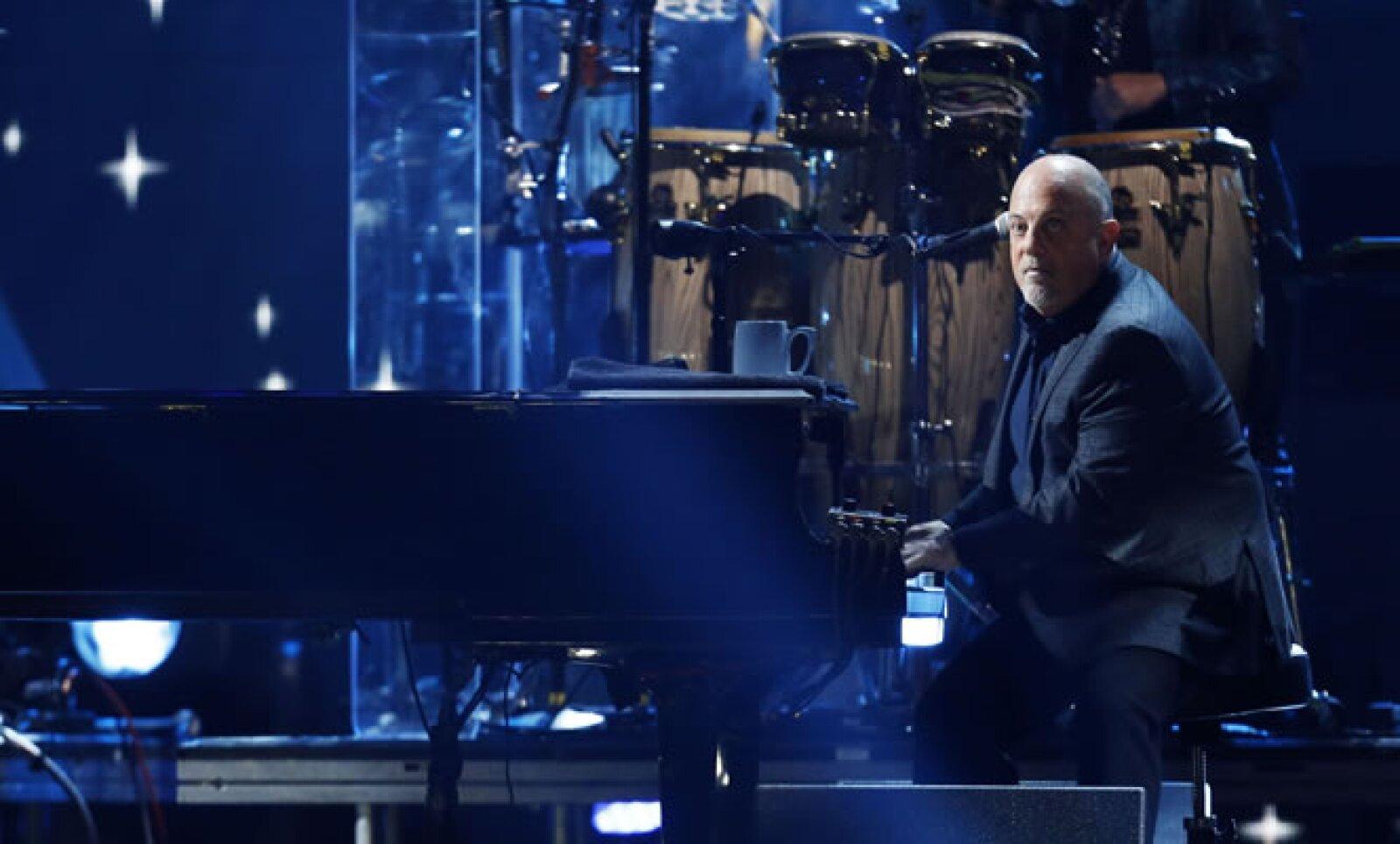 El Madison Square Garden en Manhattan albergó a artistas de la calidad de Billy Joel, quien interpretó en piano varios de sus éxitos, entre ellos 'You May Be Right' y 'Only the Good Die Young'.