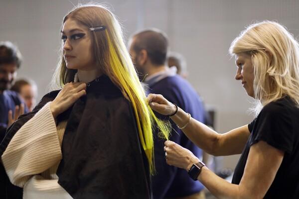 Versace - Backstage - Milan Fashion Week Fall/Winter 2017/18
