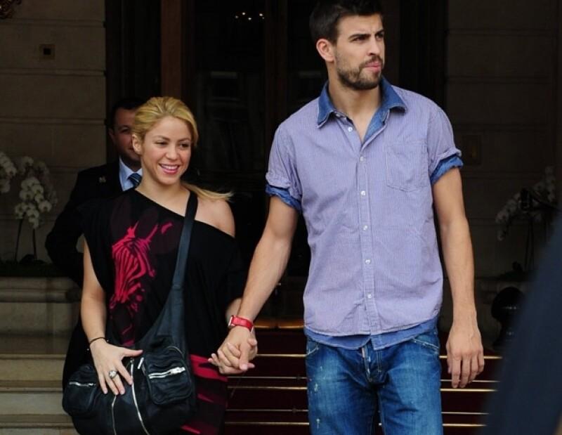 Con un beso enviado por twitter para su novio, fue como la cantante colombiana desmintió que tuviera problemas o incluso se encuentre separada del futbolista, Gerard Piqué.