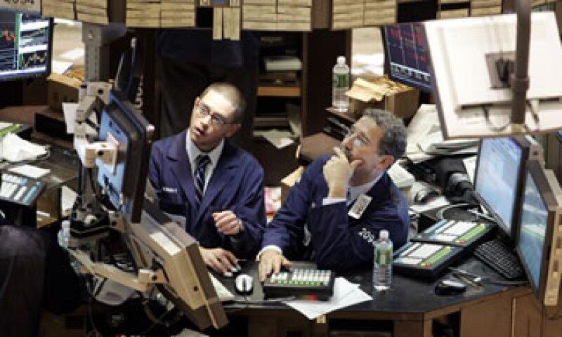 La Fed compra actualmente 85,000 mdd en bonos para alentar la recuperación económica. (Foto: Reuters)