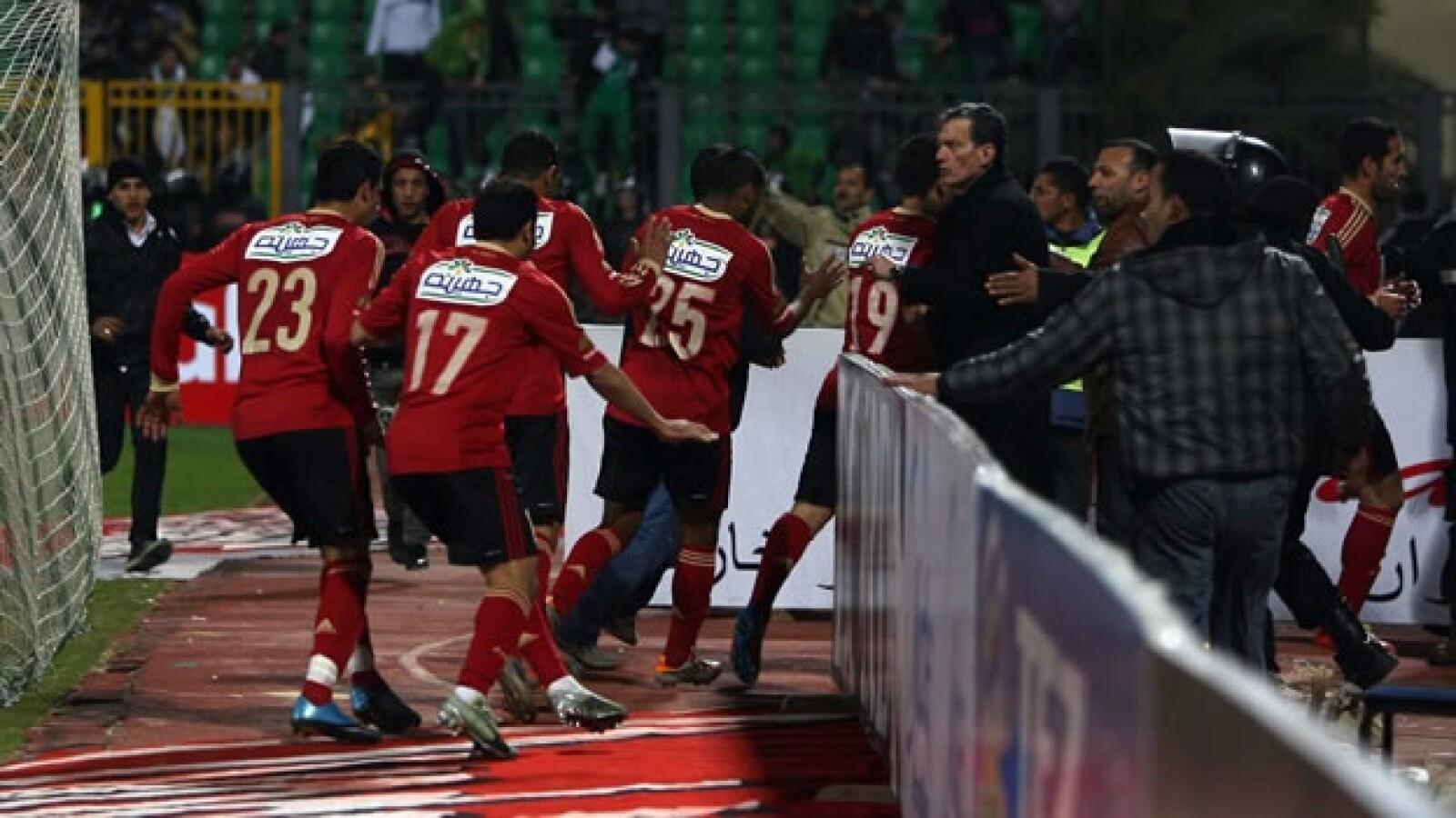 Aficionados de futbol protagonizan disturbios