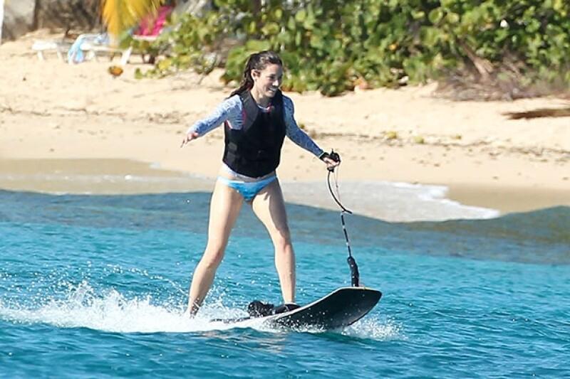 Jessica y Justin practicaron esquí acuático.