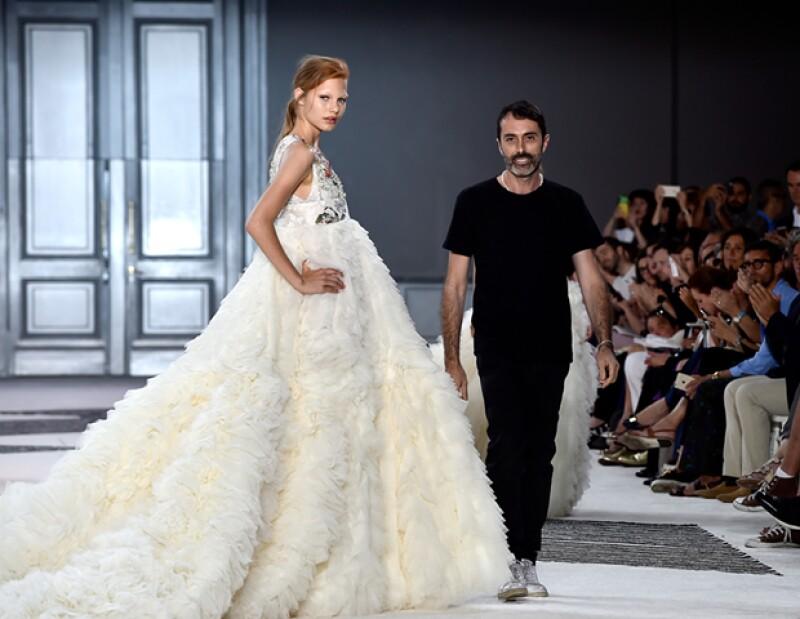 """La más reciente colaboración del italiano con MAC ya tiene a """"It Girls"""" como Bianca Brandolini y Olivia Palermo hablando. Te contamos qué hay detrás del diseñador consentido de las celebs."""