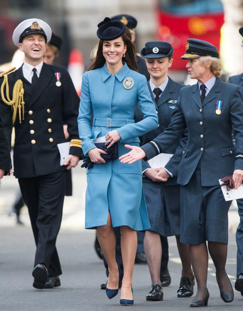La duquesa viajó para asistir a un servicio en Londres en el que se conmemoraba el 75 aniversario del cuerpo de entrenamiento aéreo, siendo este su primer compromiso oficial como Comandante Aéreo honorario de los Cadetes Aéreos.