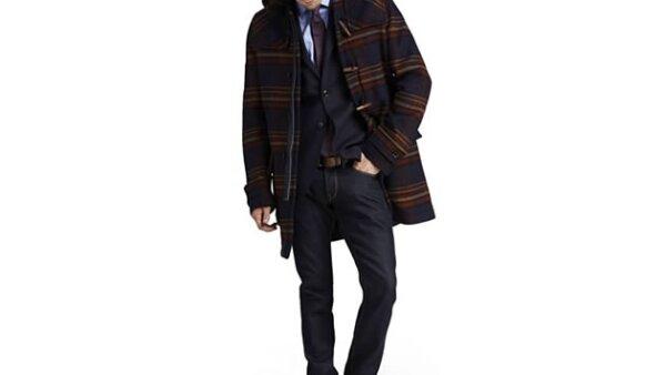 El abrigo de la más reciente colección de Tommy Hilfiger es ideal para las vacaciones de montaña.