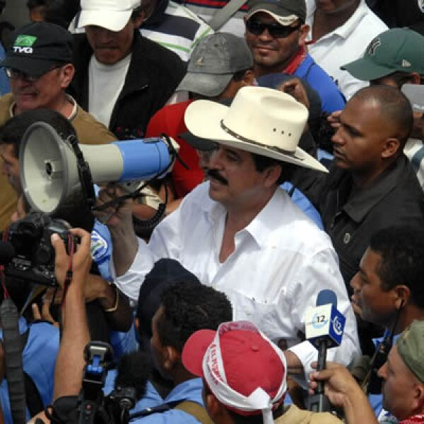 El depuesto presidente hondureño brinca entre zonas seguras y fronterizas, pero dice que se instalará con sus seguidores en campamentos provisionales a la espera de más hondureños afines a su movimiento.