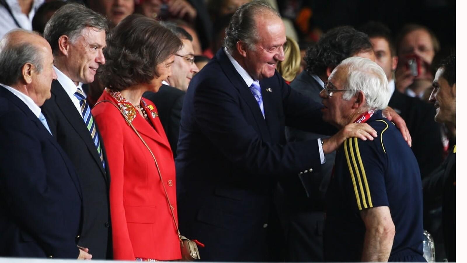 El ex entrenador de España felicitado por el Rey Juan Carlos