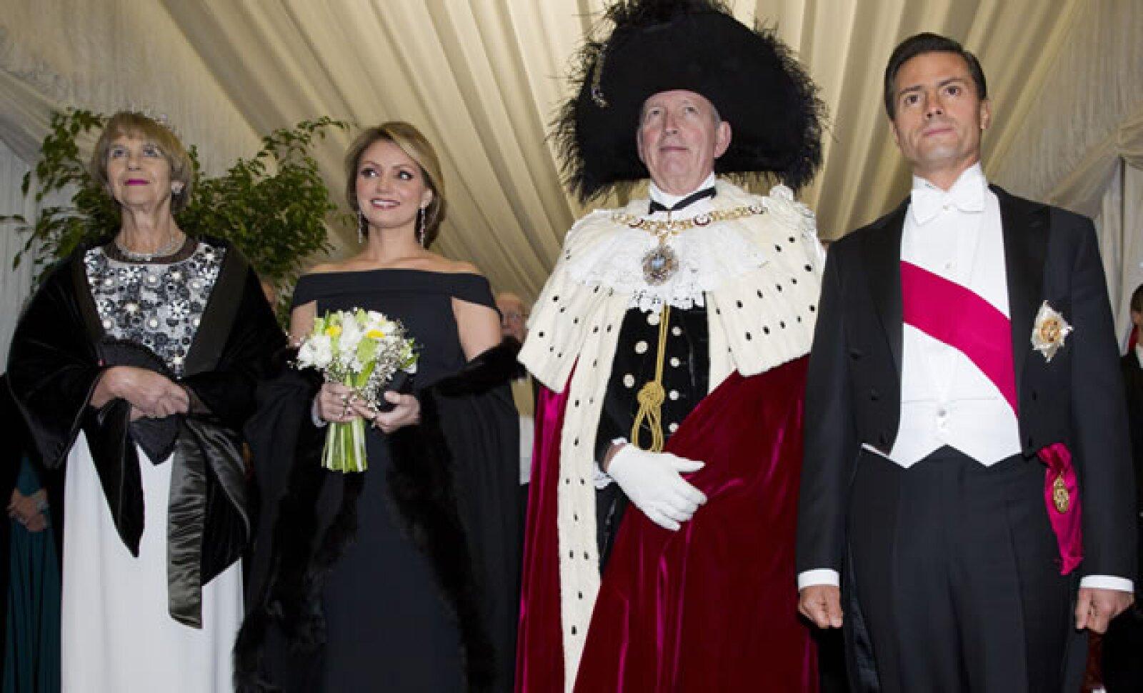 La primera dama y el presidente fueron recibidos por Gilly Yarrow, esposa del Lord Mayor de Londres, Alan Yarrow.