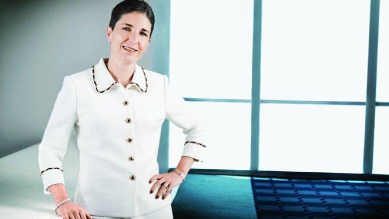 """Directora general y presidenta del consejo de administración de Metlife México. Ocupa el cuarto lugar en el listado de """"Las 50 mujeres más poderosas"""" de México de la revista Expansión."""