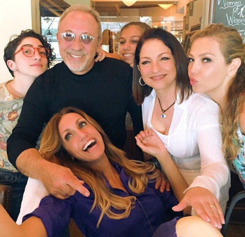 """La cantante dejó La Gran Manzana este fin de semana para asistir al festejo de una de sus mejores amigas: """"La Flaca"""", quien celebró su cumpleaños al lado de Emilio y Gloria Estefan."""