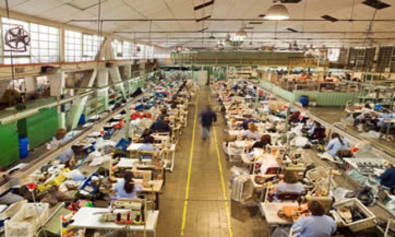 La industria maquiladora del país enfrenta no sólo el bajo crecimiento en EU, sino la competencia de China. (Foto: Thinkstock)