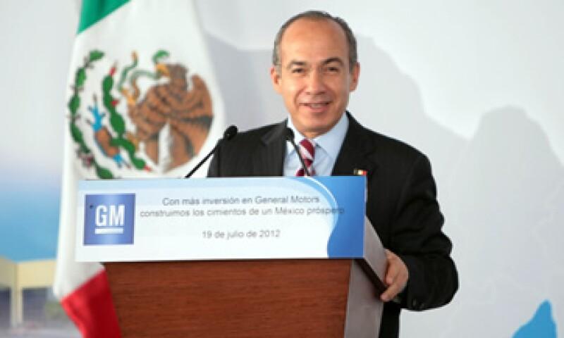 El presidente Felipe Calderón dijo que la inversión de GM dará más competitividad a México. (Foto tomada de presidencia.gob.mx)