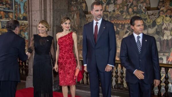La pareja real asistió a una cena en el Palacio Nacional, donde brindaron con el presidente Enrique Peña Nieto y su esposa Angélica Rivera por una ilimitada relación entre España y México.