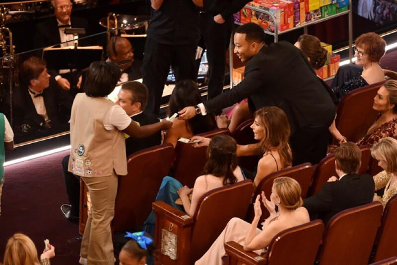 Emocionado, John Legend le compró unas a su esposa, Chrissy Teigen.
