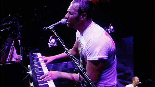 Steve Jobs invitó a su evento al vocalista de Cold Play, Chris Martin.