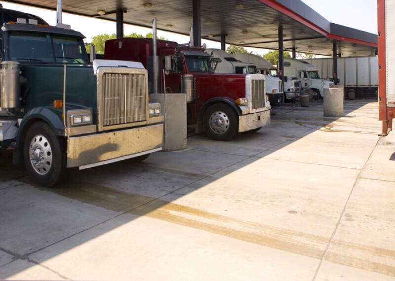 Camiones formados para cargar combustible