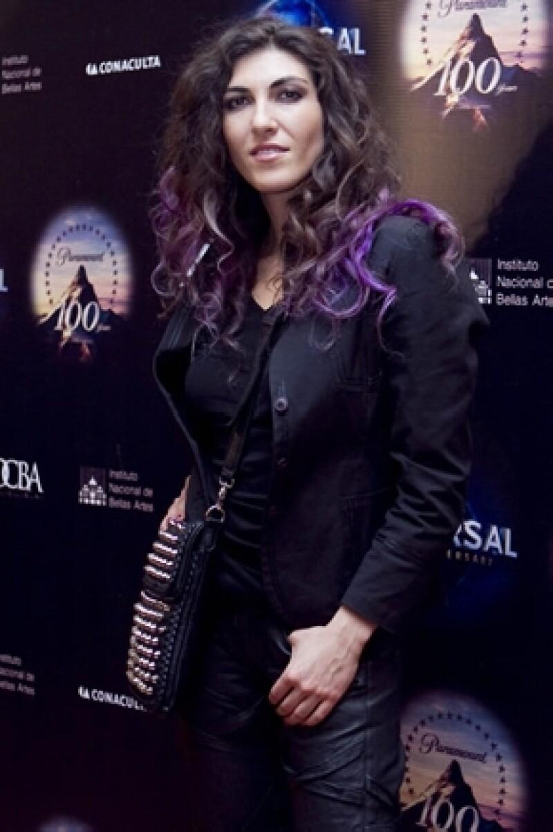 La cantante está nominada en la categoría Nuevo Artista. Actualmente promociona su tercer álbum, AV, una mezcla entre el rock y música electrónica. Mañana sabremos si logra ganar.