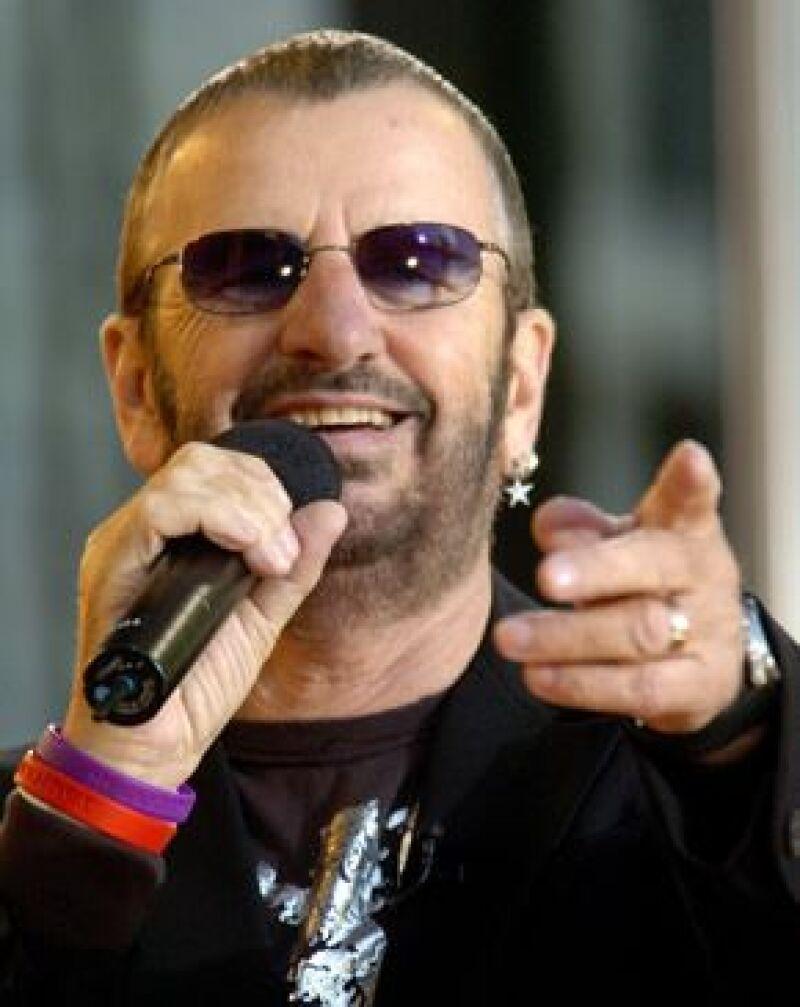 El músico británico pidió a sus admiradores que ya no le envíen cartas pidiendo su firma.