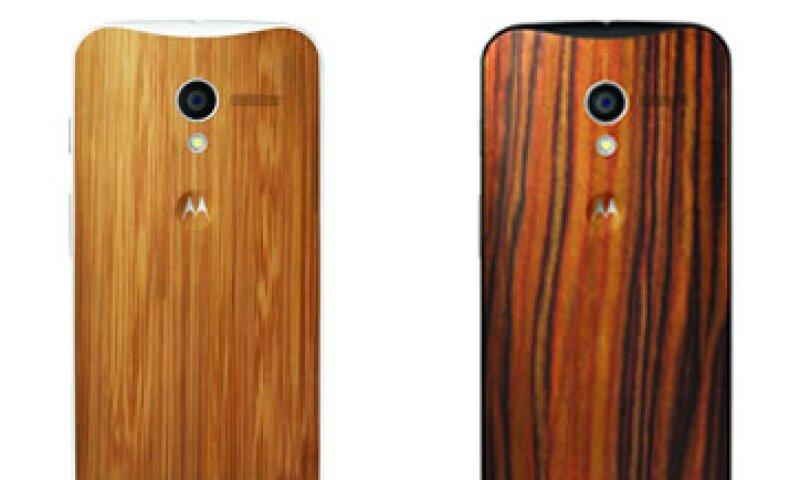 Los usuarios podrán elegir entre material de resina o madera para el acabado de su Moto X (Foto: Cortesía Motorola)