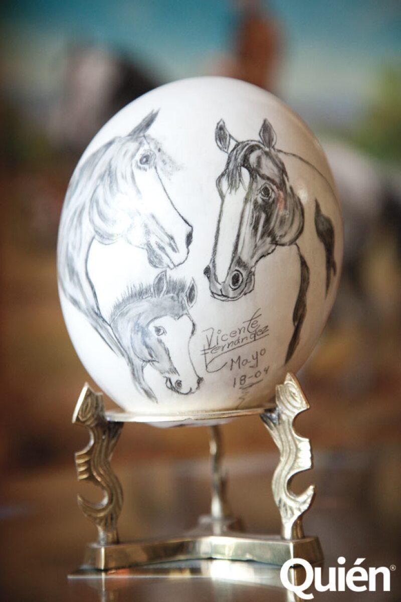 Detalle de uno de los huevos pintado a mano.