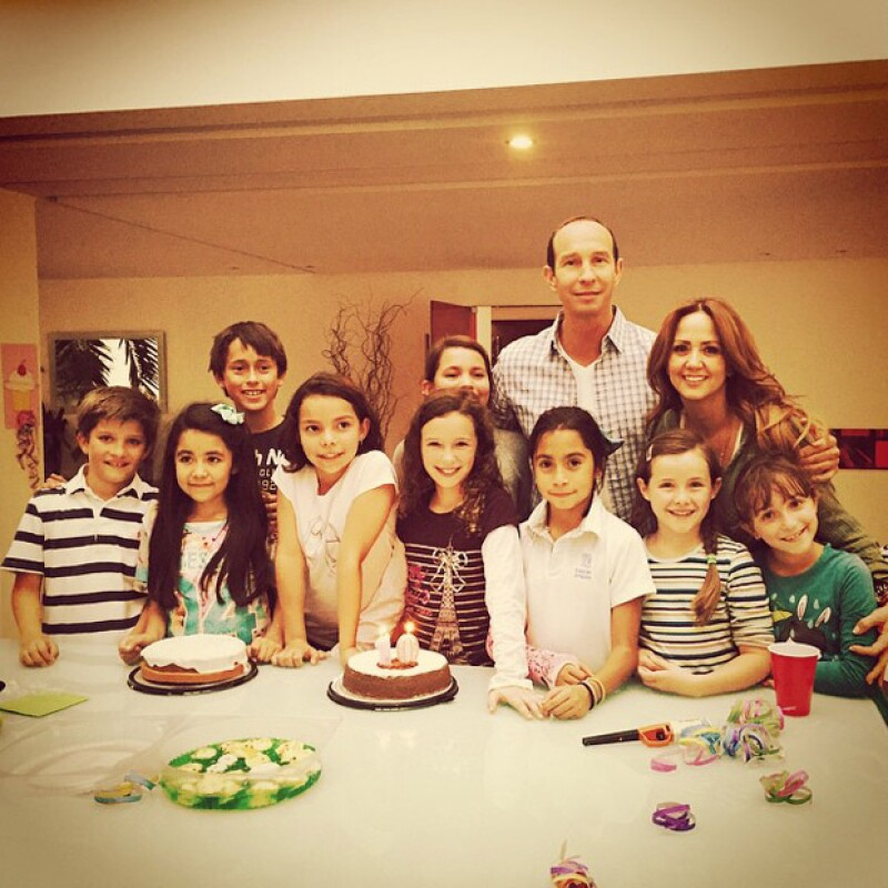 Ayer fue el cumpleaños de Mía Rubín Legarreta, por lo que sus famosos papás la felicitaron y la celebraron con una divertida tarde acompañada de su hermana Nina y sus amigos.