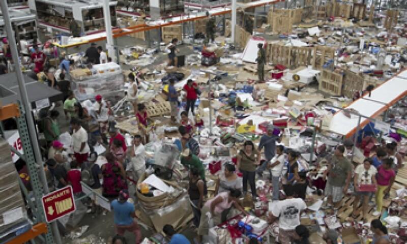 Las tiendas de Walmart en Baja California Sur resultaron afectadas por el paso de Odile y los actos de rapiña. (Foto: Cuartoscuro)