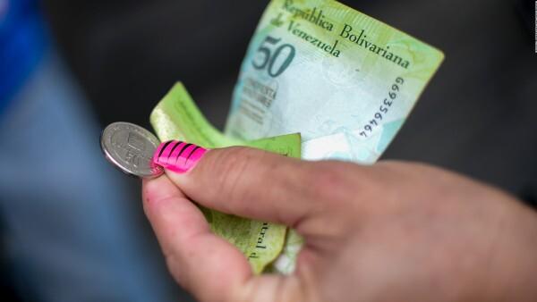 ¿Por qué Venezuela se está quedando sin dinero?