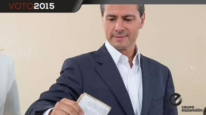 Enrique Pena Nieto, presidente, vota