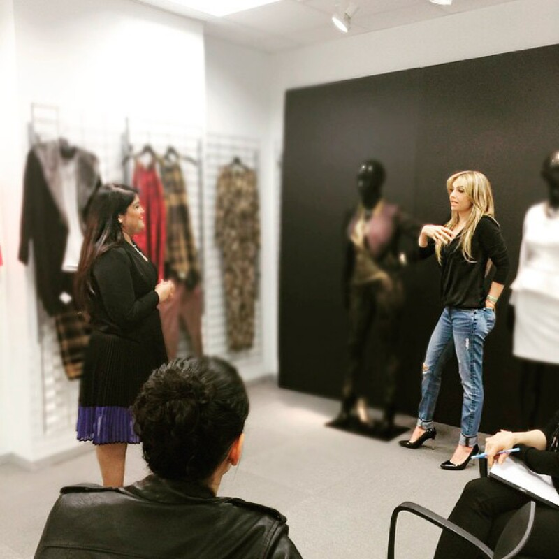 La cantante y empresaria se reunió hoy con su equipo para elegir los nuevos modelos tanto de ropa como de accesorios para la colección otoño-invierno.