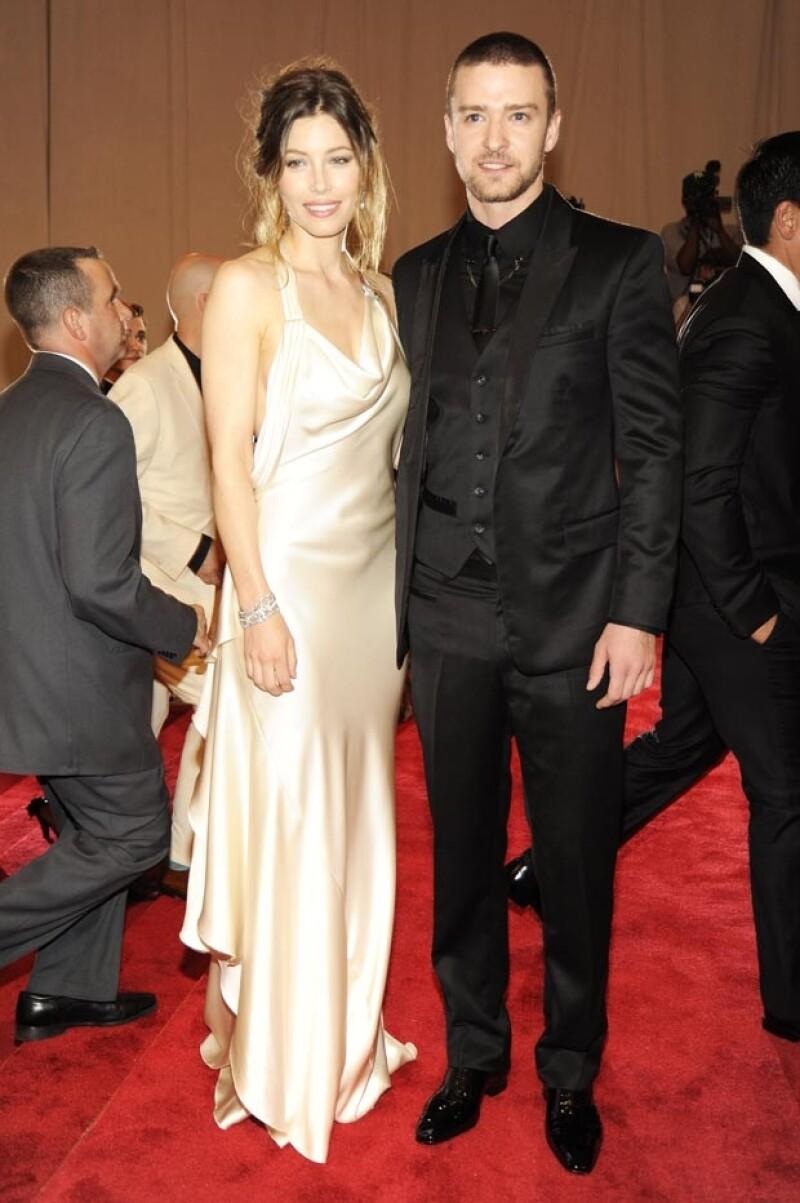 El cantante le propuso matrimonio a la actriz el 6 de diciembre de 2011.
