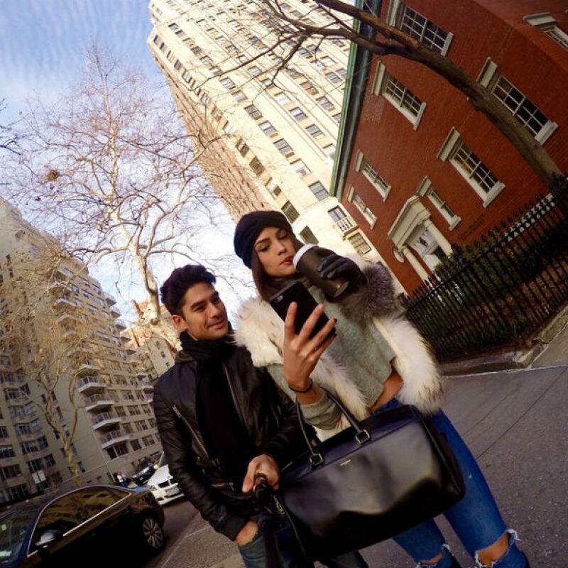 Eiza González y DJ Cotrona se alejan de los reflectores de Hollywood y pasean tranquilamente en NY.