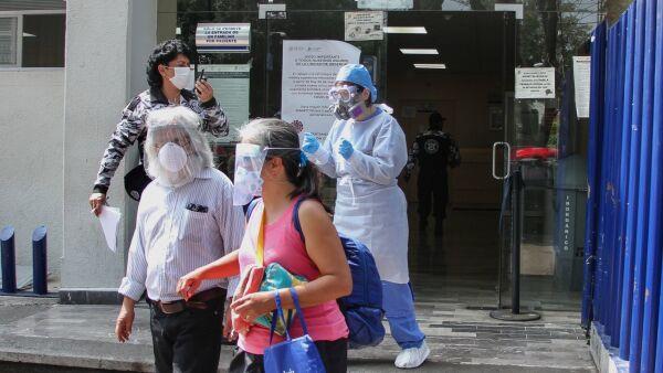 Personal y pacientes del INER desalojaron el hospital por sismo de 5.5 con epicentro en Pinotepa, Oaxaca.