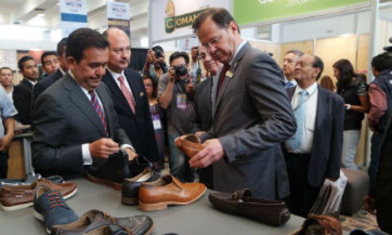 Durante la feria Sapica, el presidente del Ciceg, Javier Plascencia, solicitó al secretario de Economía, Ildefonso Guajardo, ayudas para exportar. (Foto: Ivet Rodríguez )