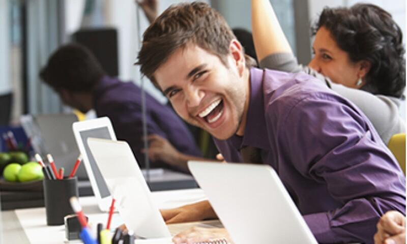 Según CareerBuilder, 57% de los empleadores planea contratar recién egresados en 2014, un 13% más que en 2010. (Foto: Getty Images)