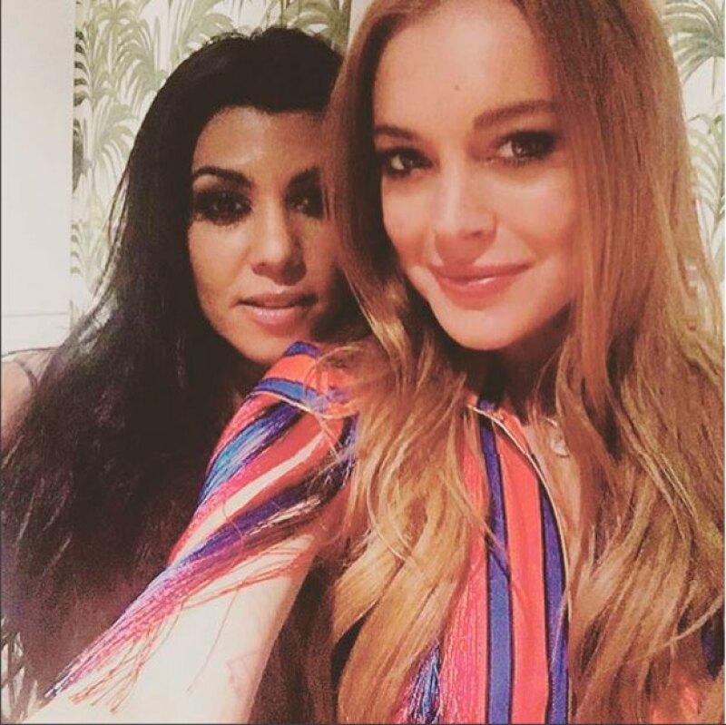 La estrella de reality y la actriz está divirtiéndose juntas en Londres; la química y la confianza que surgió entre ellas es tal que ya hasta se prestan vestidos.