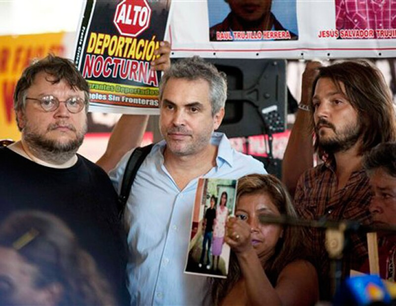 Alejandro González Iñárritu, Kate del Castillo, Diego Luna, Cuarón y Guillermo del Toro, estuvieron durante la llegada de la Caravana de la Paz, en la ciudad de EU.
