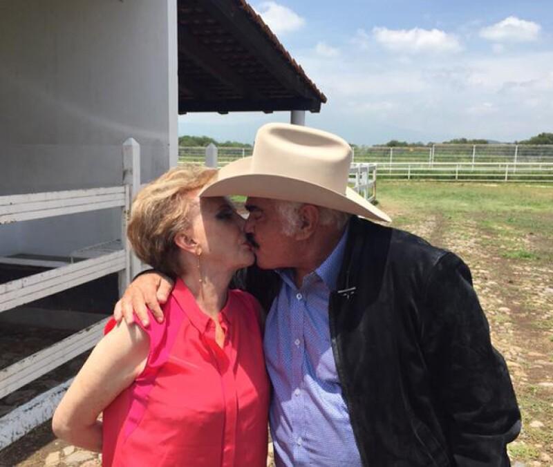Don Vicente y su eterna enamorada, su esposa Doña Cuquita.