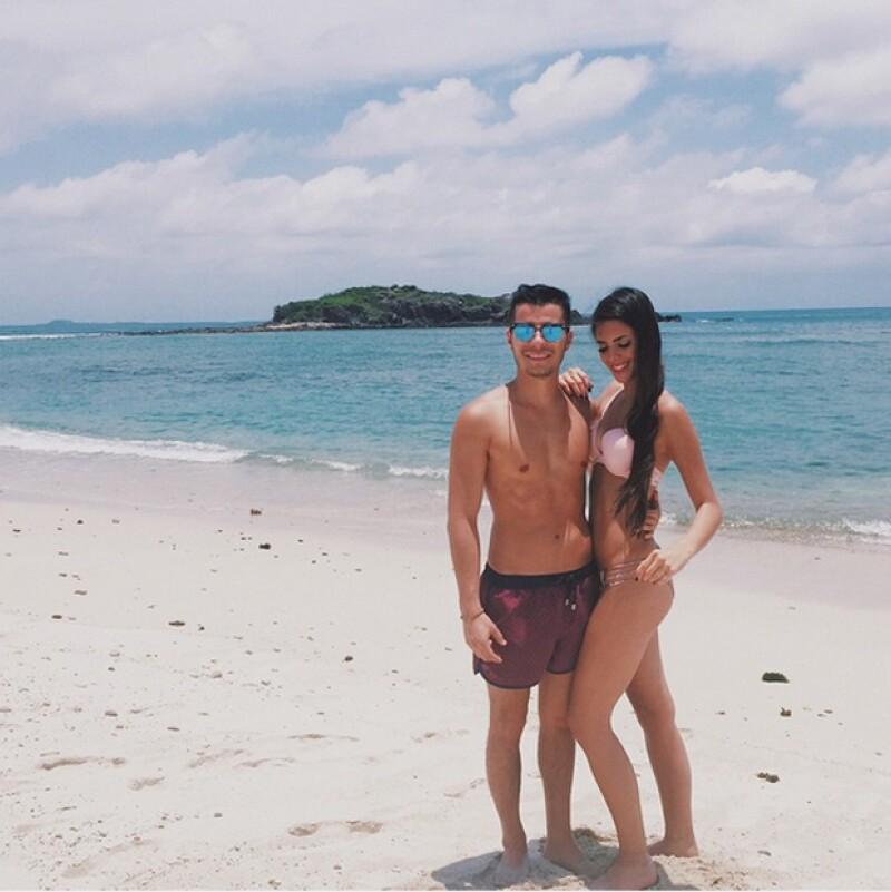 María con su novio, Diego Carrión, en Punta Mita.
